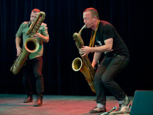 Photocredit: https://downtownmusic.net/mats-gustafsson/mats-gustafsson--colin-stetson-07-01-2011#image12
